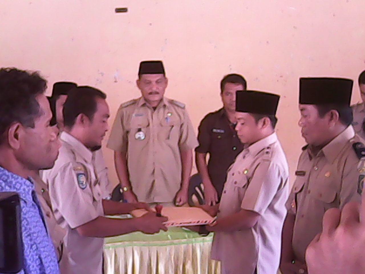 Foto serah terima pejabat kades Desa Soki dan Desa Roka kec.Belo terpilih